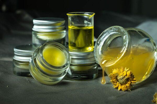 Baume à lèvres/visage bio à base d'huile essentielle de camomille