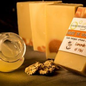 Savon bio d'artisan local parfumé à l'huile essentielle de camomille
